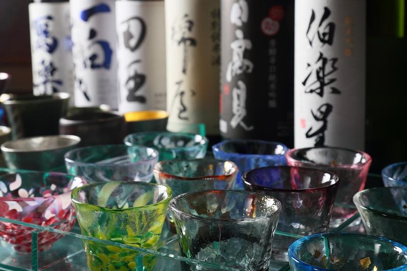 日本酒は大吟醸酒、吟醸酒、純米酒を常時12種類ご準備しております。